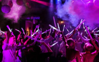 Ferocius Events Weddigns bruiloft dak eraf dansen Kasteel Keukenhof lisse koetshuis Foam led sticks rook spiegelbol_1920x1080